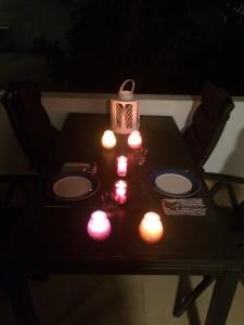 Kersttafel buiten op de porch